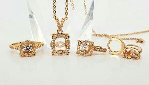 New tiffany & co set dancing stone ��  IDR 195.000 / set  Material :  Alloy copper ( Rhodium) with gold plated 24k ��Jewelry�� @kimberly_jewelry_indonesia Real picture & Ready stock ya dear �� Siap kirim ✈ ga pakai PO �� �� Premium high quality jewelry��  Like diamond �� Gold Plated 24 karat with cystal swarovski italy ���� mewah banget �� �� permatanya bling bling berkilau menyala semi berlian ���� Awet tahan lama dan tidak luntur, aman untuk kulit sensitif ��  Ada yang lagi bingung cari…