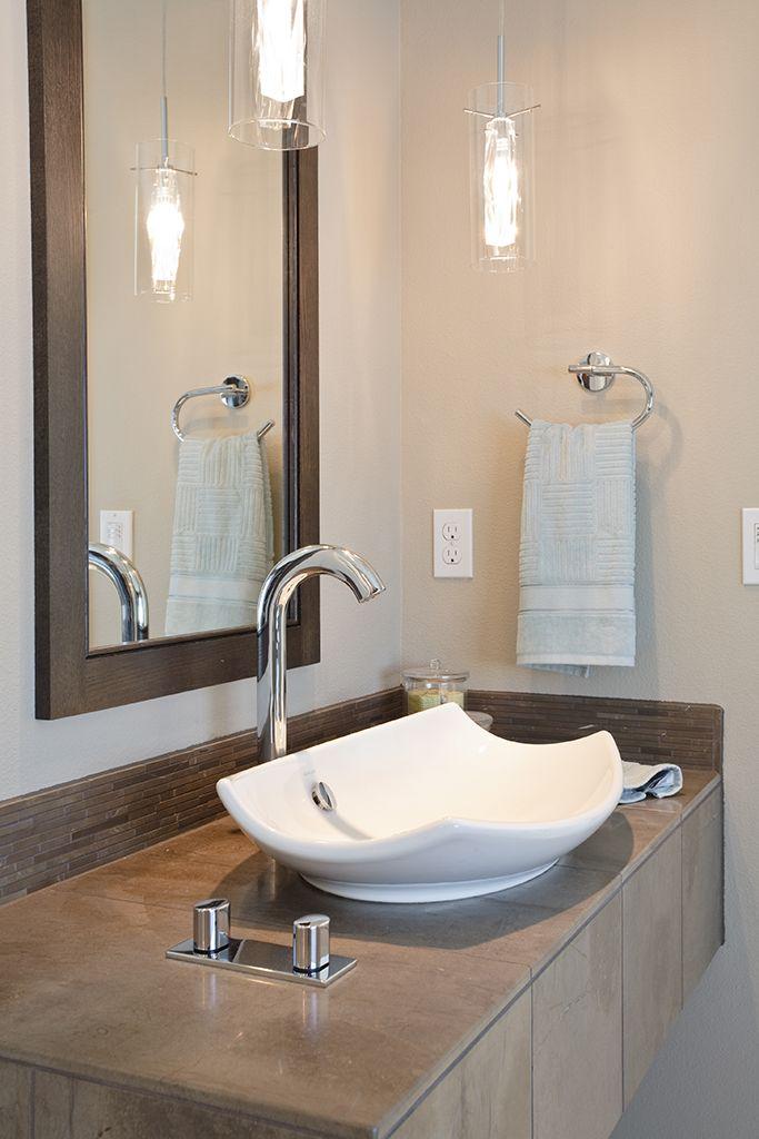 #CILserenity These days, everything is so hustle-bustle. But with the simplest colours and décor, your bathroom can help you escape it all -- even if just for a short while.  #CILserenity -------------------------------------------------------------------Aujourd'hui, tout va trop vite. Mais des couleurs et un décor empreints de simplicité dans la salle de bain peuvent vous aider à échapper au tourbillon du quotidien, ne serait-ce que pour un instant. #CILserenity