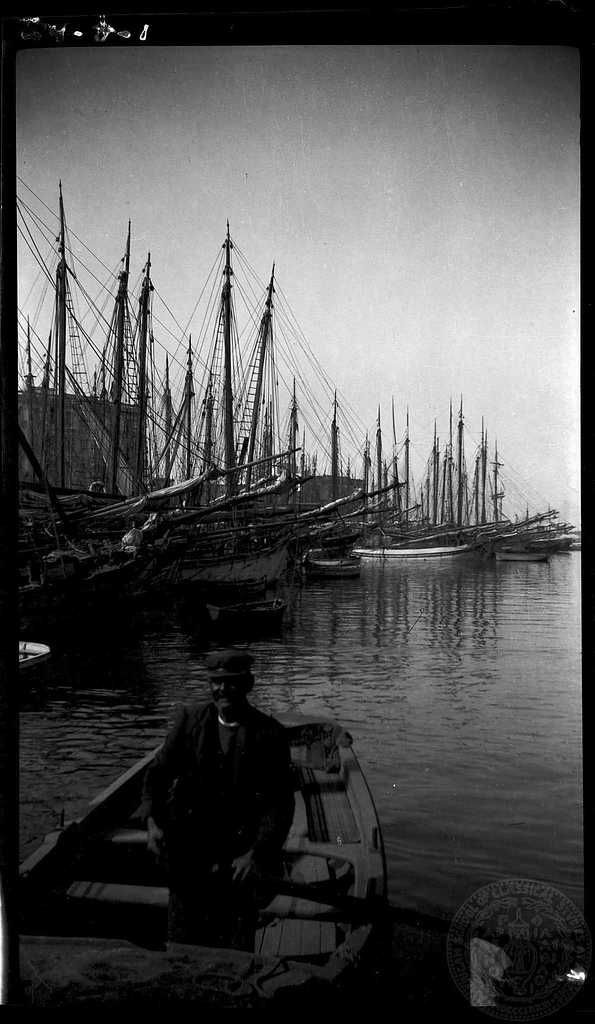 Piraeus. Boatian. Dorothy Burr Thompson  	   	1924.