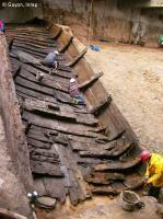 Chaland gallo-romain mis au jour en 2003 lors de la fouille du parc Saint-Georges à Lyon (épave n°4 ; 16 en tout dont 3 antiques), en cours de traitement par Arc-Nucleart. Embarcation à fond plat, composée d'éléments en bois (plus de 1000 pièces) assemblés par cloutage.