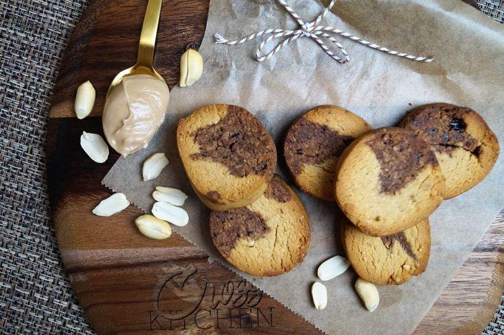 Wer ein neues Cookie- Rezept oder Kekse für zwischendurch, zum Kaffee und oder Tee sucht, wird hier fündig. Die Peanutbutter- Marmor- Cookies ähneln ein wenig Cantuccini Gebäck, sind dabei aber nicht zu trocken und der Geschmack von Erdnussbutter und Schokolade machen sie unwiderstehlich lecker. Die Erdnussbutter ist zudem ein toller, natürlicher Eiweiß-Lieferant, reich an Vitamin...Alles lesen »