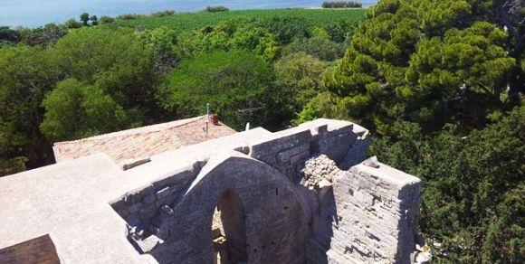 Vue du toit -  Cathédrale de Villeneuve-lès-Maguelone - Hérault, le Languedoc