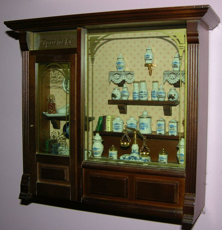 1/12 REUTTER PORZELLAN GERMANY _ COMPLETE PHARMACY SHOP (APOTHEKE) DISPLAY