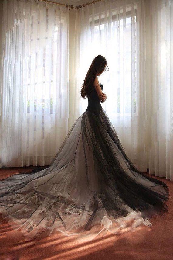 Elegante vestido negro de la novia por OCT21BER en Etsy                                                                                                                                                                                 Más