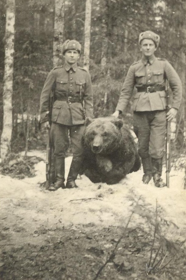 A dude and his battle bear (1944). This dude had a battle bear.... I am at a loss for words at this.