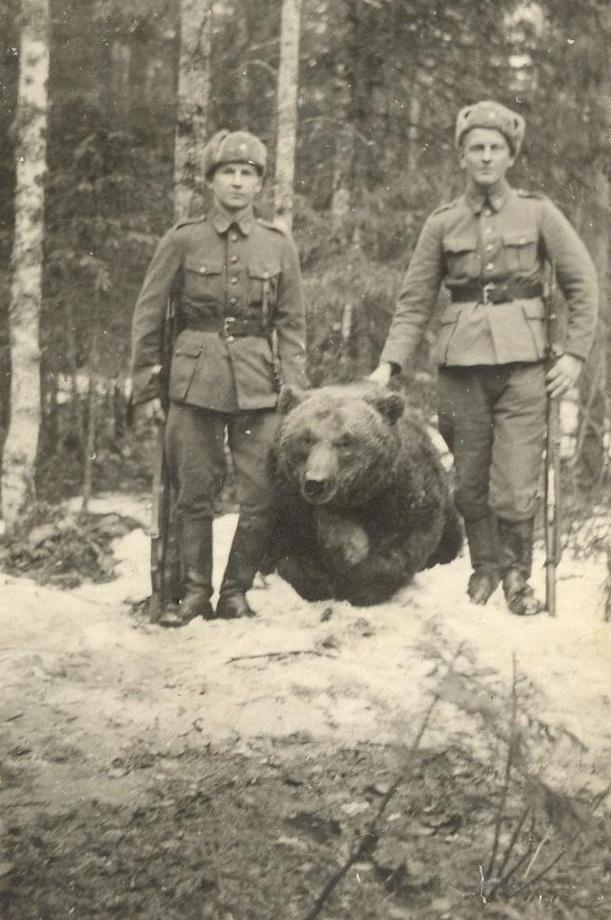 st-chair:  A Grandpa and his battle bear (1944)