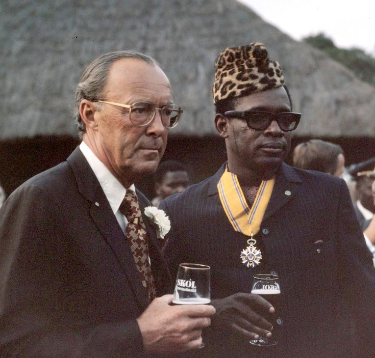 Zairean dictator Mobutu Sese Seko enjoying some drinks with Prince Bernhard of the Netherlands. 1973. [1740x1664]