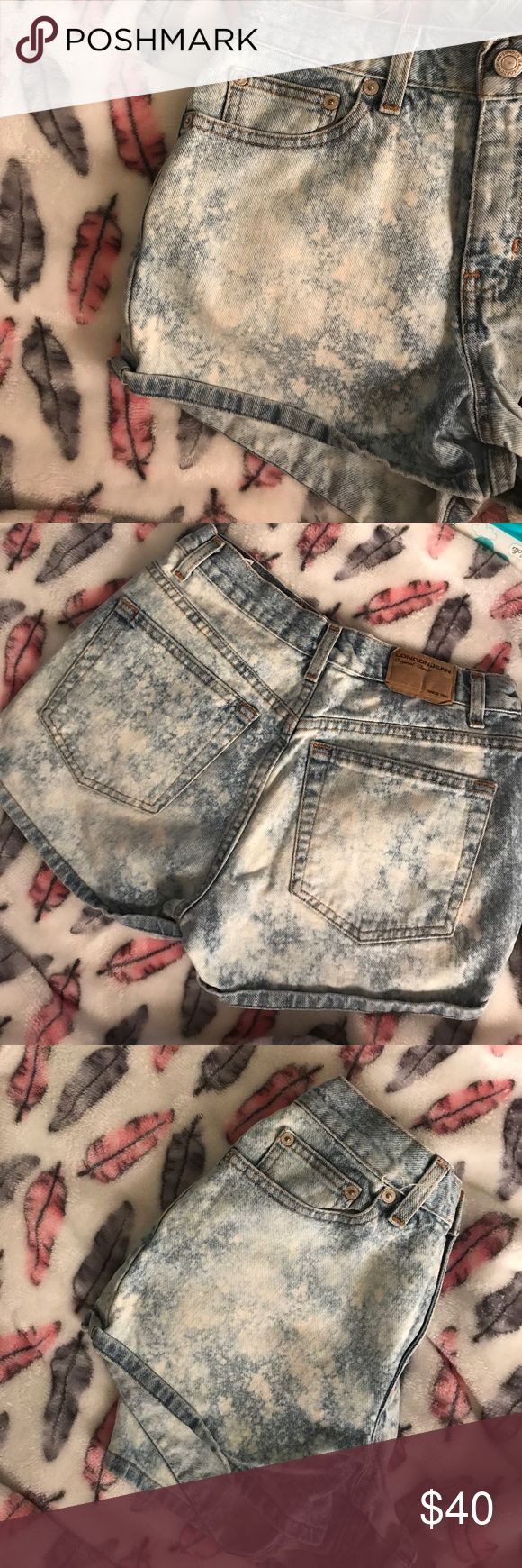 Acid Wash Denim Short Shorts -LONDON JEANS Adorable and a classic for any closet! I've had these since I was 19 and I'm now 34! Probably wore 4 or 5 times. These are in EXCELLENT condition. I don't want to let go.. but I'll probably never be a size 2 again. I know you will love them for a long long long time, just like I have😞🌹 London Jean Shorts Jean Shorts