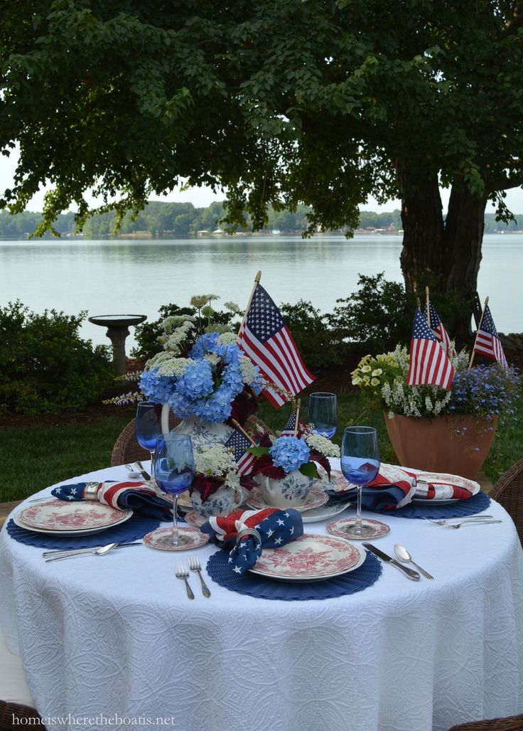 A Red, White and Blooming Table for Independence Day | homeiswheretheboatis.net #july4th #patriotic
