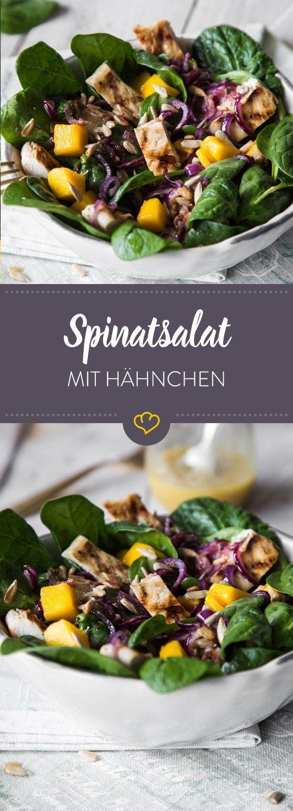 Knackig-frisch und mit saftigen Hähnchenstücken. So isst du Spinat neuerdings am liebsten. Was dazu nicht fehlen darf? Mangowürfel und Sonnenblumenkerne.