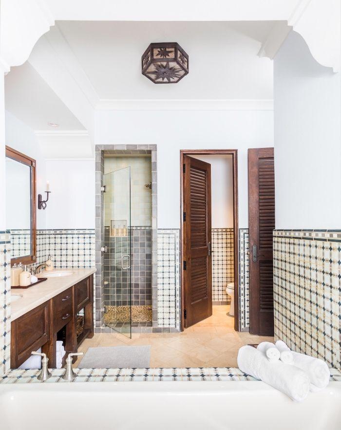 1001 Idees Pour Amenager Une Salle De Bain En Carreaux De Ciment Plein De Charme Salle De Bains Espagnole Carreau De Ciment Meuble Salle De Bain