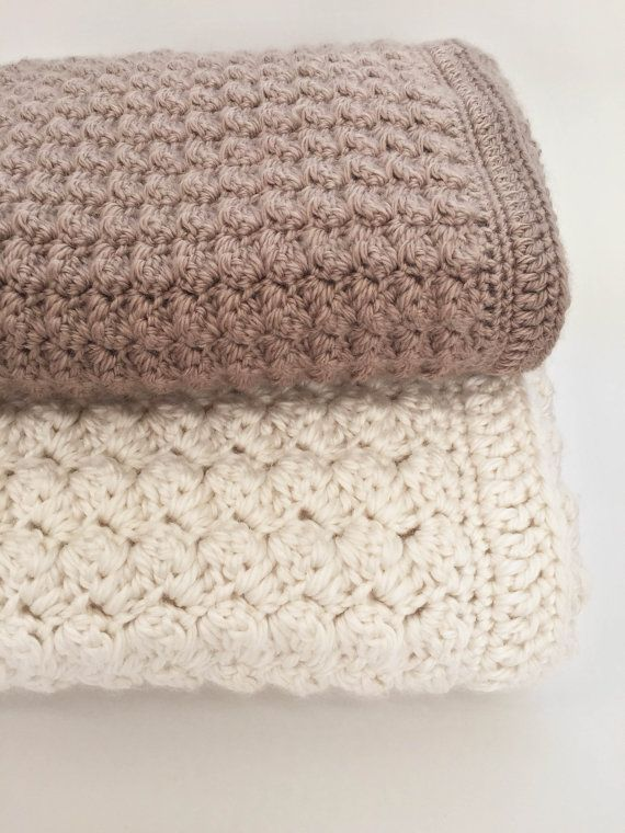 Chunky #Crochet Baby Blanket would be a dreamy addition to any nursery. It has options to make it super thick with bulky #yarn or more delicate with dk weight yarn. ♥ This... #crochet #knit #crafts