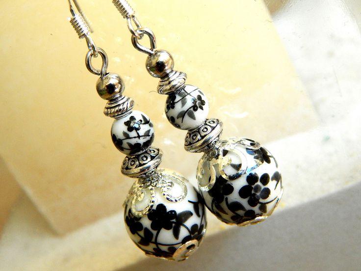 """Boucles d'oreille porcelaine""""Geisha"""" motif fleurs blanc et noir : Boucles d'oreille par caromoon"""