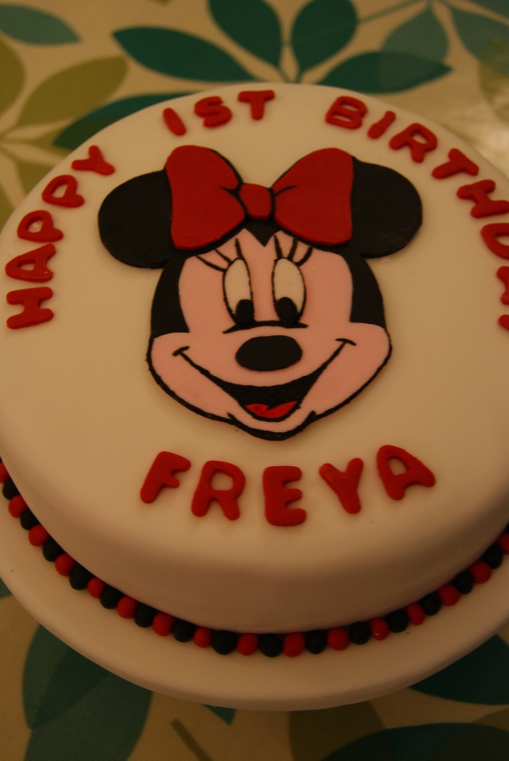 A simple 2D Minnie Mouse cake.  Can change the face to Mickie, Donald, Goofy, Pluto, Daisy or any other favourite character