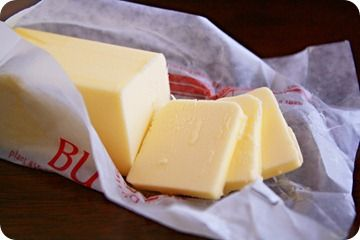 CREMA DE LECHE ~ Si usted necesita crema de leche para una receta, hacer su propia combinación de mezcla de 2/3 taza de leche entera con mantequilla derretida 1/3 taza sin sal. Esto le dará una taza de crema de leche.