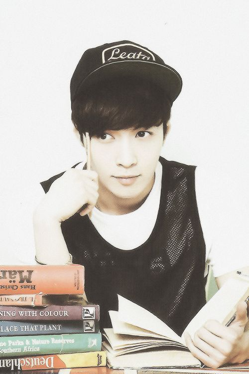 This by far is the best picture of Lay I've ever seen, like omg