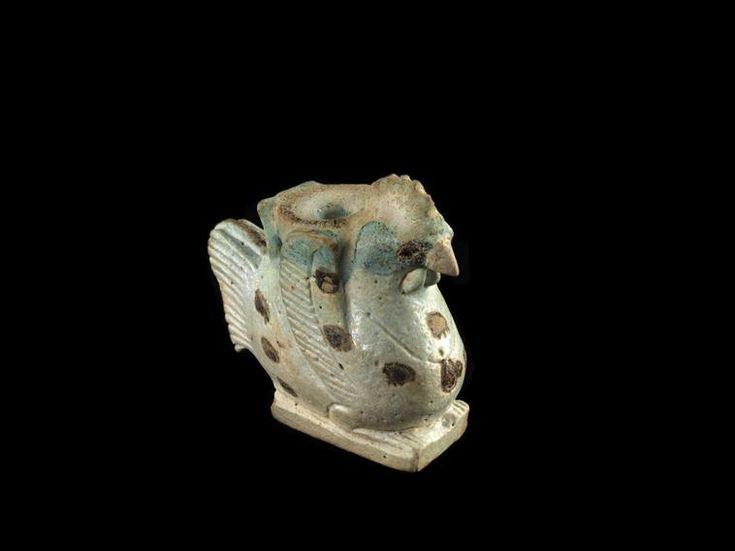 Vase plastique en forme de coqCOTE CLICHÉ13-531284N° D'INVENTAIREE11735FONDSAntiquités ÉgyptiennesPÉRIODE basse époque (664-332 av J.-C.) nouvel empire (vers 1550-1069 av J.-C.) SITE DE PRODUCTION Egypte (origine) TECHNIQUE/MATIÈRE faïence , faïence égyptienne LOCALISATIONParis, musée du Louvre