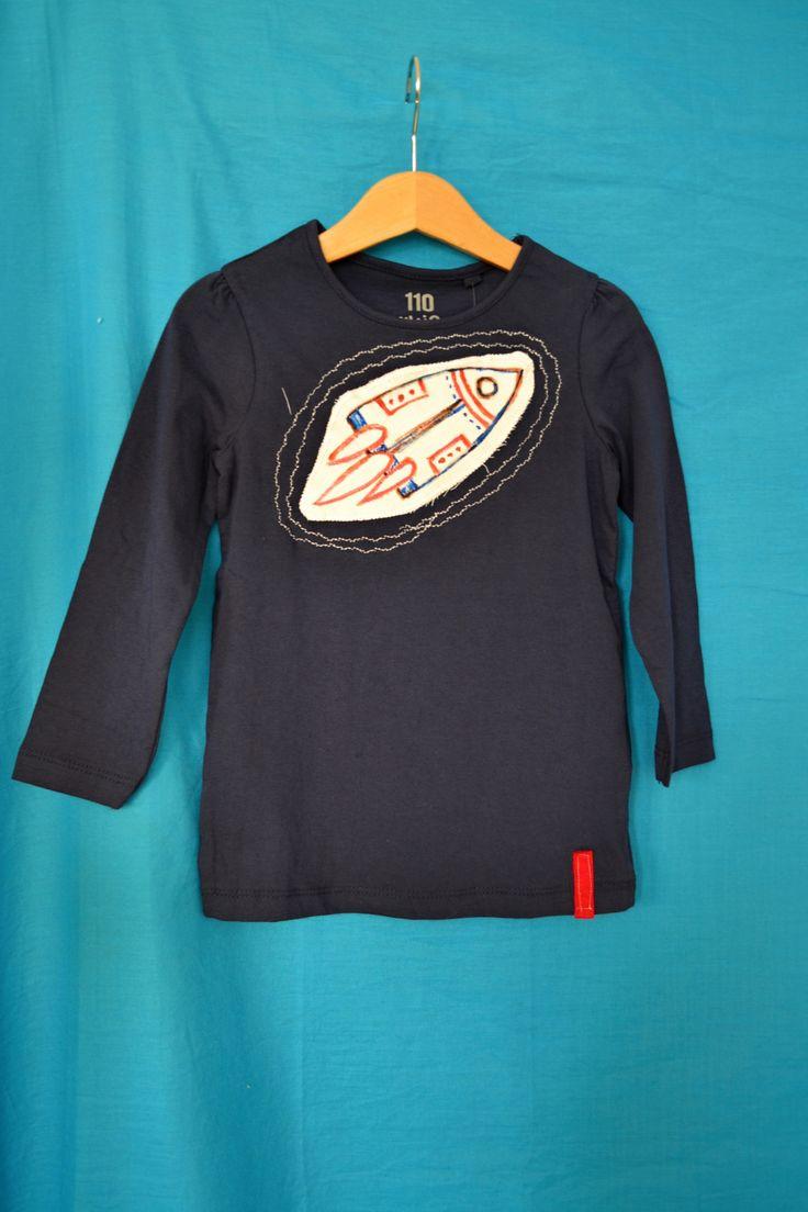 Nové+tričko+pro+kluky+v.110+s+raketou+Nové+tričko,+unisex,+s+malovanou+aplikací+raketa,+++obšívaní+ozdobným+stehem...+100%+bavlna,+vhodné+jako+dárek...+Šířka+volně+v+podpaží+2*30+(přizpůsobí+se+mírně),+délka+46+cm.