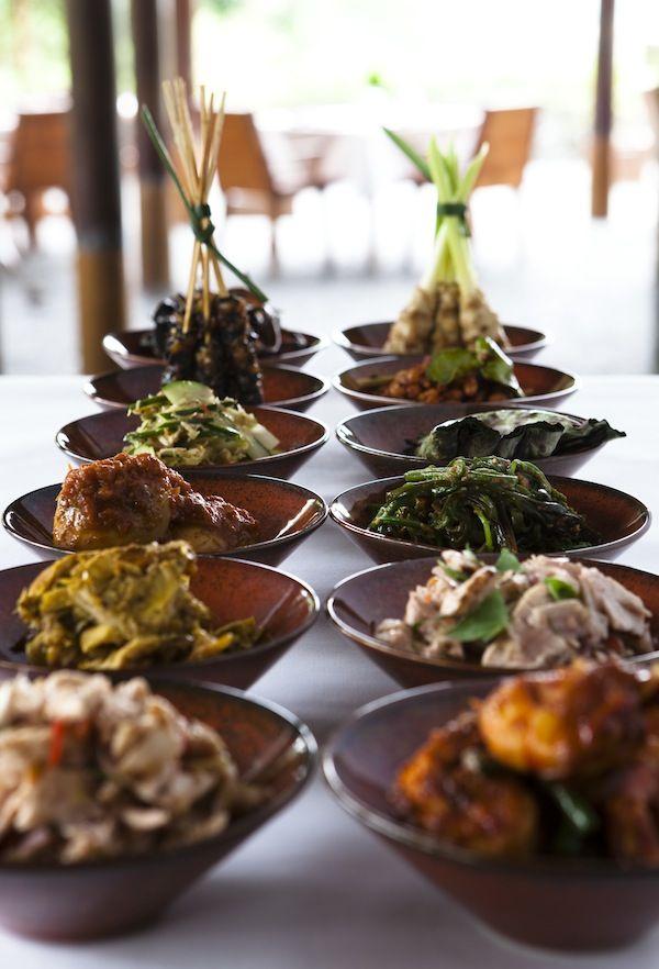 nasi campur Huur onze villa op Bali € 1495,- per week www.villabuddha.com Aan het strand met personeel