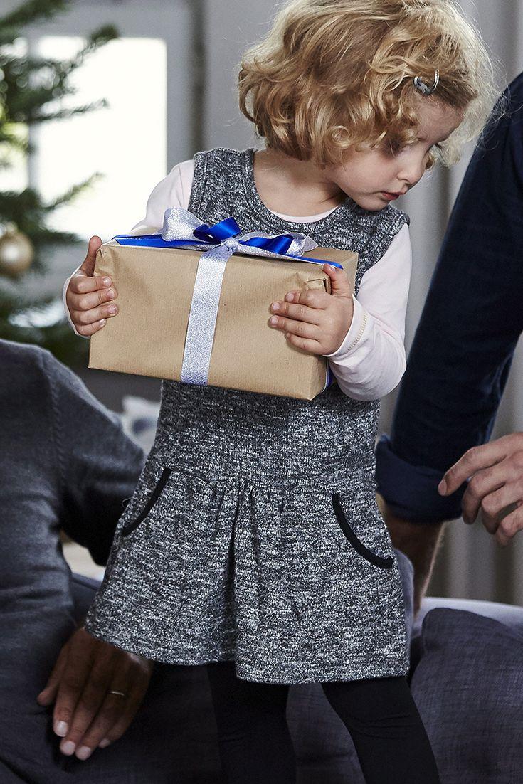 Sweatkleid mit Taschen. Wenn nicht zu Weihnachten, wann dann? Mit dem schicken Sweatkleid von KIDOKI haben kleine Ladys ihren ganz großen Auftritt! Süß und festlich, komfortabel und praktisch ist das grau-melierte Kleidchen genau das richtige Outfit für einen aufregenden Heiligabend mit Mama und Papa.