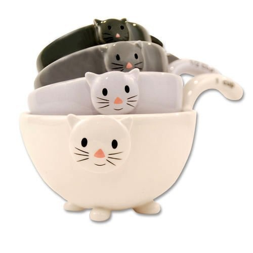 Mitten bowls!Cat Kittens, Kittens Measuring, Cat Measuring, Kitchens Dining, Black White, Home Kitchens, Measuring Cups, Cat Lovers, Cat Lady