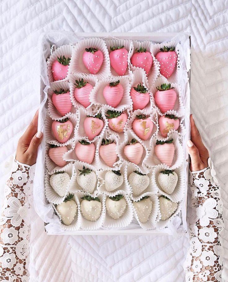 Valentine's Day chocolate-covered strawberries | pinterest: @Blancazh