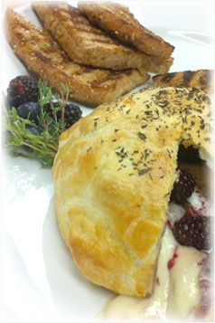 Baked Brie with Berries and Thyme | Appetizing Apps | Pinterest