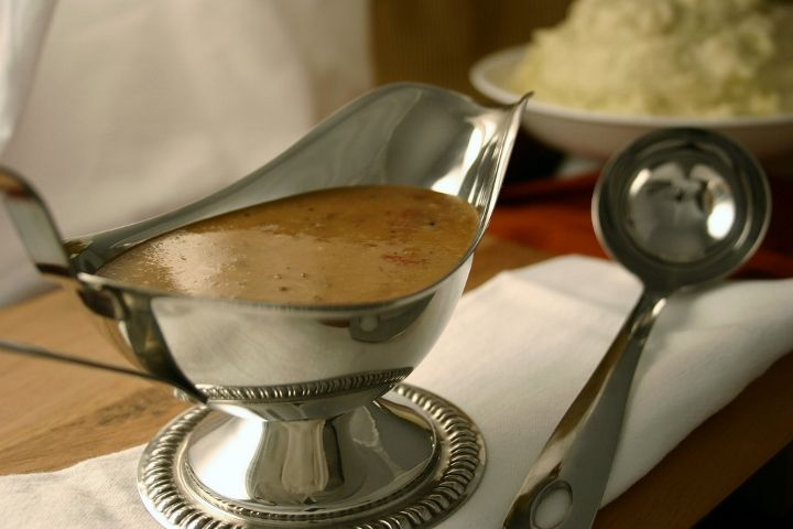 Cómo es la receta de la salsa gravy? Para hacer la salsa gravy típica americana, sigue mis pasos para una salsa deliciosa! Perfecto con carne, pavo, pollo...