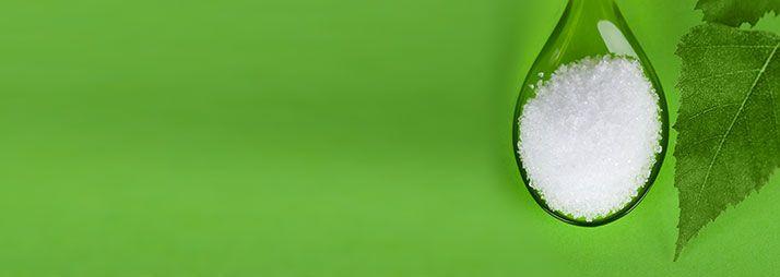 NYÍRFACUKOR (XILIT) gyakori kérdések -  A nyírfacukor (xilit) lúgosító hatással is rendelkezik; igen alacsony a glikémiás indexe, ezért a vércukorszintet stabilizálja, egyenletesen alacsonyan tartja, így a cukorbetegeknek kifejezetten hasznosnak minősül..