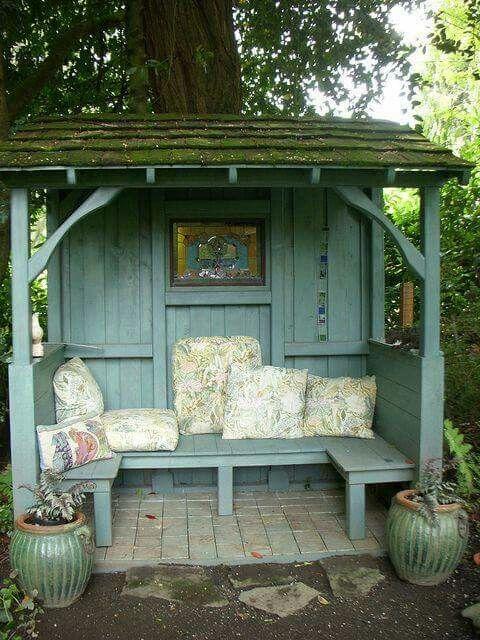 Nice meditation,  reading,  tea or coffee area.