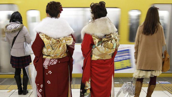 japanin nettiukurssi Kimonot metrossa_Kiyoshi Ota_EPA