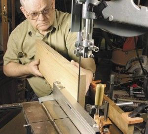 Simple way to tune up your band saw to resaw veneer without expensive fences or blades and avoid the problem of drift ( you don't even need premium blade).