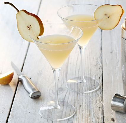 This pear and elderflower martini is a delightful, summery and sophisticated cocktail. | Tesco