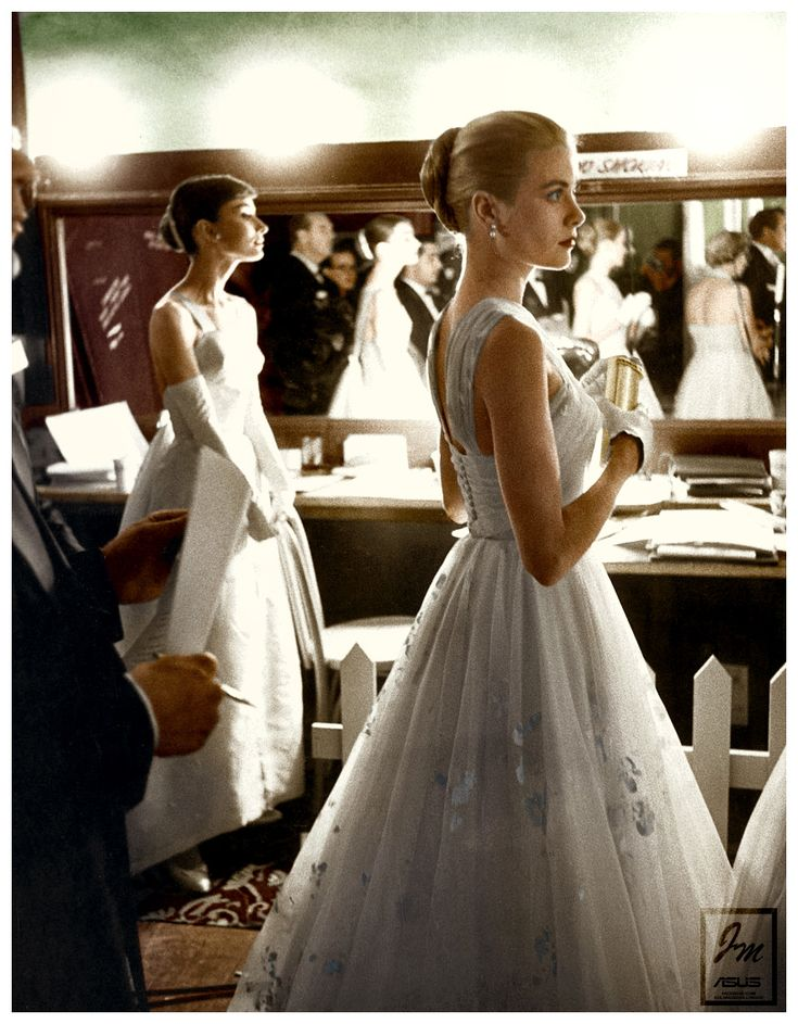 Audrey Hepburn & Grace Kelly - backstage at the 1956 academy awards