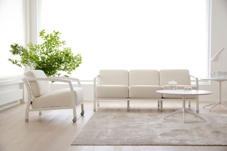 The white monochrome finish is timeless in these STUA Malena sofa & armchair with matching Marea tables. MALENA: www.stua.com/eng/coleccion/malena.html MAREA: www.stua.com/eng/coleccion/marea-table.html