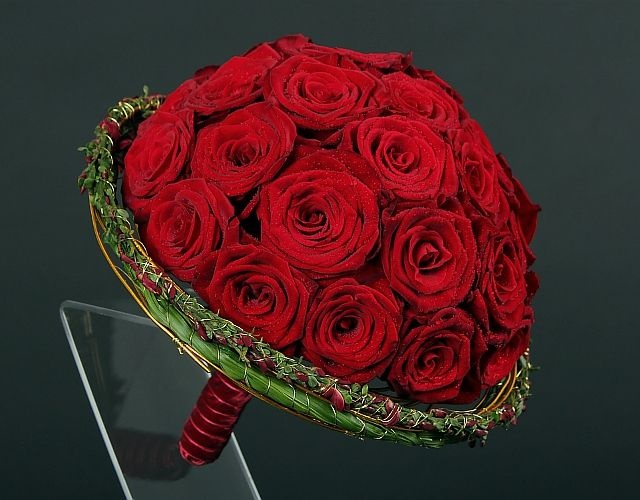 .beautiful red rose bouquet with collar