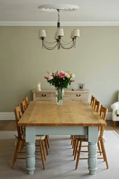 love, love, love the chunky legs on this table...and because they're all the way at the ends, you can fit 3 chairs across.