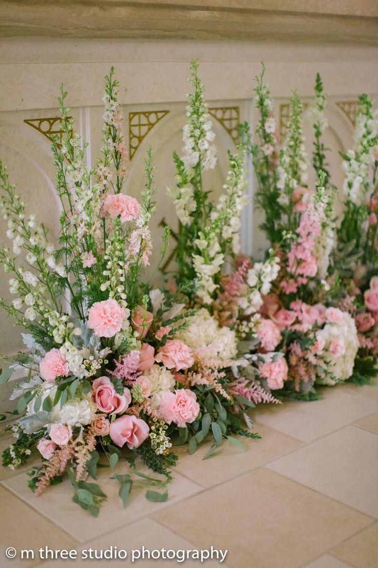 Alter Decor in Elegant Wedding Ceremony | The Majestic Vision Wedding Planning | St Jerome Catholic Church in Milwaukee, WI | www.themajesticvision.com | M Three Studio