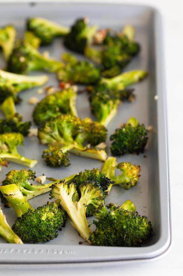 Brócoli al Horno Fırın yemekleri Roasted Broccoli Recipe, Broccoli Recipes, Healthy Side Dishes, Side Dish Recipes, Vegan Blogs, Vegan Recipes, Clean Eating Snacks, Healthy Eating, Vegan Parmesan Cheese