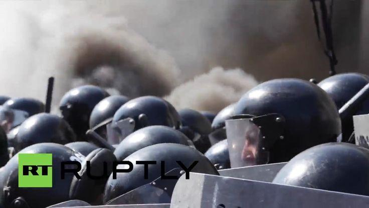 Granate und Rauchbomben in Kiew: Rechte Demonstranten verletzen über 100 Polizisten - http://www.statusquo-news.de/granate-und-rauchbomben-in-kiew-rechte-demonstranten-verletzen-ueber-100-polizisten/