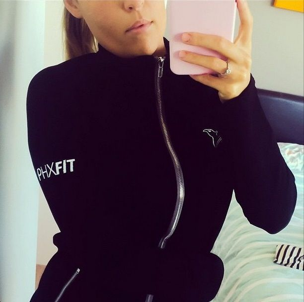 Casey @wearecaseyandpanda showing us the women's EliteFit Jacket in Black! This, along with the Gunmetal Grey, and Purple colors are available at www.phxfitpopup.com now!