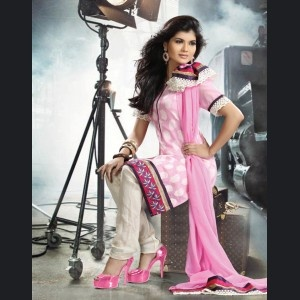 Casual Salwar kameez for that pleasant and refreshing appeal