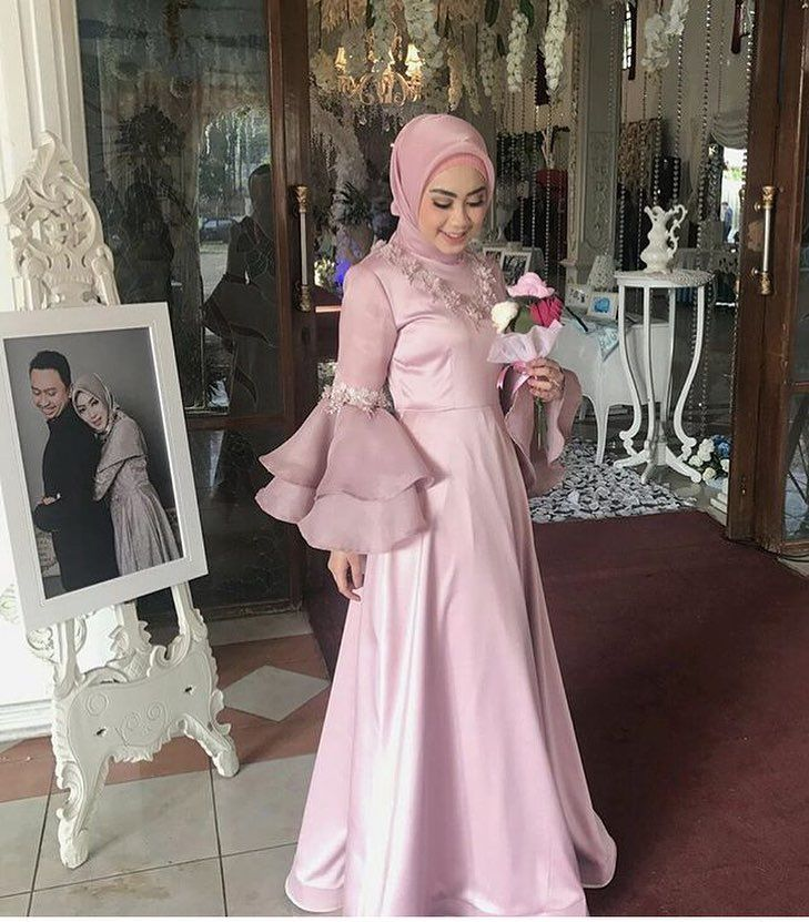 "5,535 Likes, 46 Comments - Gaun • Kebaya • Bridesmaid (@inspirasigaunmuslimm) on Instagram: ""Inspired by @fairuzsakinah """