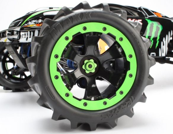 Check out the Ken Block E Revo's Green-anodized Beadlock Wheels and Snow-grip tyres!