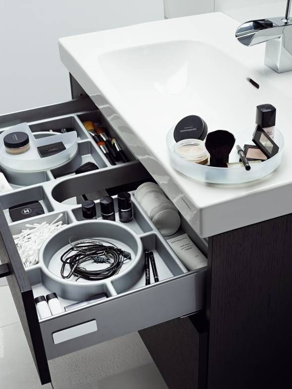 Forma drawers, fully extendable, soft-closing and easily adjustable.