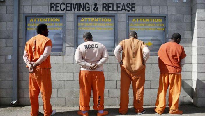 Carcerazione di massa e accesso limitato all'istruzione universitaria: si tratta di due problemi ingombranti per la società statunitense