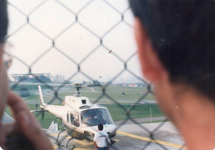 Senna deixando O autódromo de Interlagos depois do treino em seu Helicóptero.