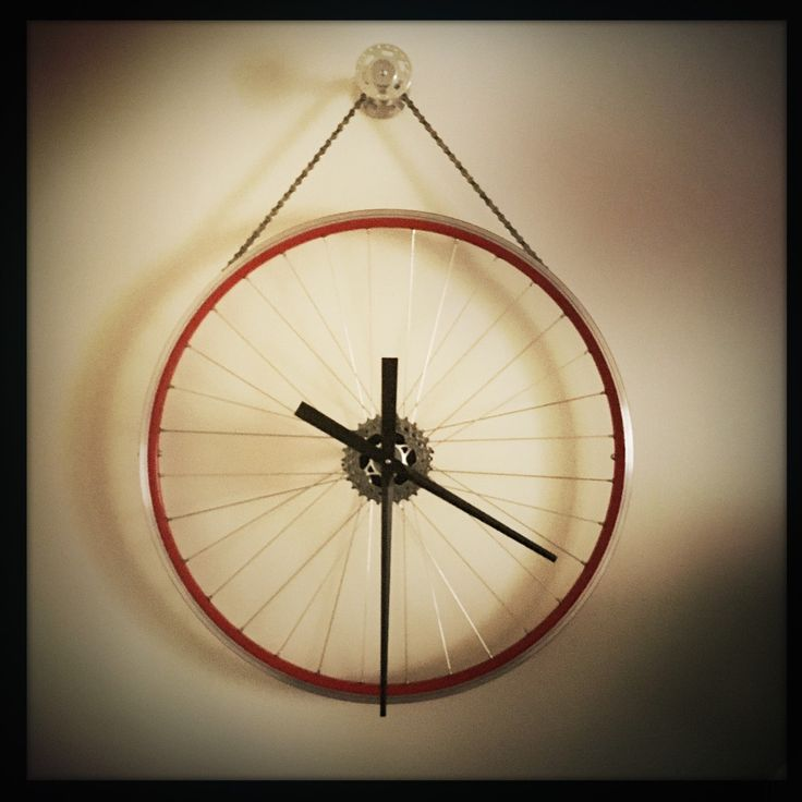 it's a RED kind of a day today and this red bicycle wheel makes a really fun Hanging Bike Wheel Clock. perfect in a family room, great in a kid's bedroom, or any room in your home or office you want a terrific steampunk industrial piece of functional art!