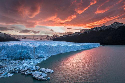 parkolni kék őszi naplemente vörös ég Patagónia fehér hegyi tó hó hideg jég természetét vízi argentina színek szép felhők amerikai táj fagyott los déli színpadi drámai Antarktisz panorámás gleccser nemzeti jéghegy fenséges hihetetlen Perito Moreno-palnt calafate Glaciares
