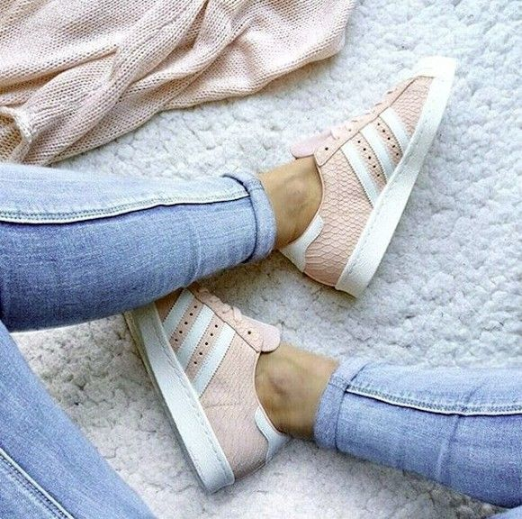 Tendance Chausseurs Femme 2017  Sneakers roses reptile Adidas Superstar  | Taaora  Blog Mode Tendances Looks